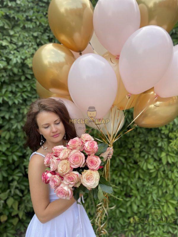 15 бело-розовых розочек Эквадор + 20 шаров Золото-розовый