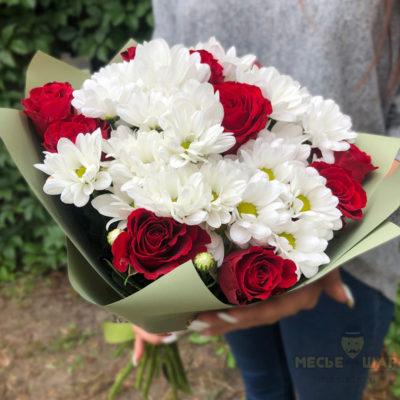 Букет из 5 хризантем и 10 роз Кения