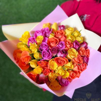 Букет роз разноцветных 51 шт Кения 50 см